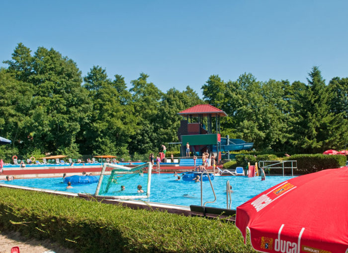 schwimmbad koerperich